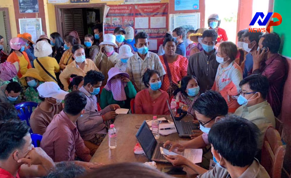 Dozens of villagers seek a solution to a multimillion dollar scam at Por Chamroeun commune hall, in Kampong Speu province's Baset district, in a screenshot of a video posted to Facebook on December 3, 2020.