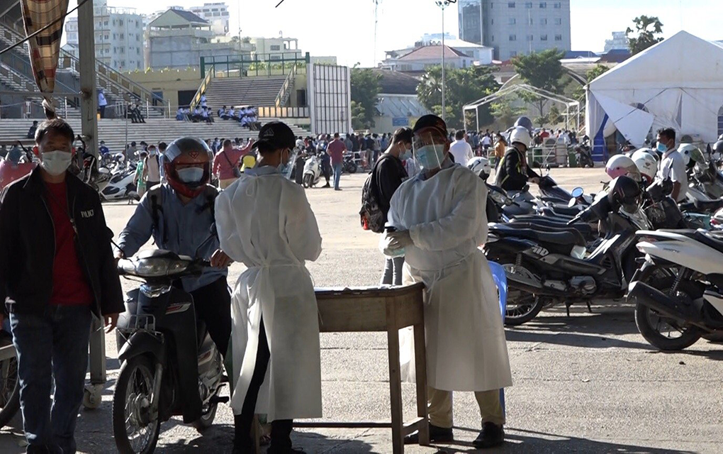 Guards spray alcohol sanitizer near motorbike parking at Olympic Stadium in Phnom Penh, which was a temporary Covid-19 testing center on December 8, 2020. (Hy Chhay/VOD)