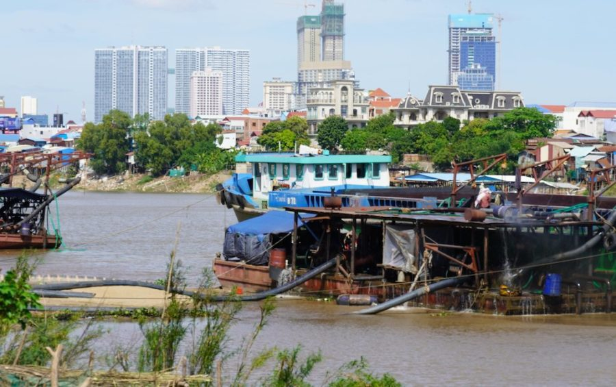 Vessels used in transporting dredged sand on the Bassac river in Phnom Penh on December 16, 2020. (Tran Technseng/VOD)