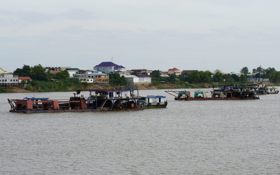 Sand-dredging machinery on the Tonle Bassac river in Phnom Penh's Meanchey district on December 18, 2020. (Tran Techseng/VOD)