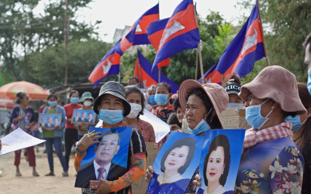 Chhun Sothea, 42, Kong Toeu, 56, and Phorn Sokhom, 48, appeal to Prime Minister Hun Sen and his wife Bun Rany for land titles at a rally in Phnom Penh's Boeng Tamok lake on January 24, 2021. (Michael Dickison/VOD)