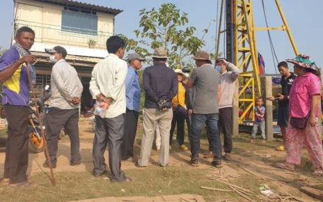 A handful of protesters gather at a land dispute site in Phnom Penh's Chbar Ampov district on January 25, 2021. (Mech Dara/VOD)