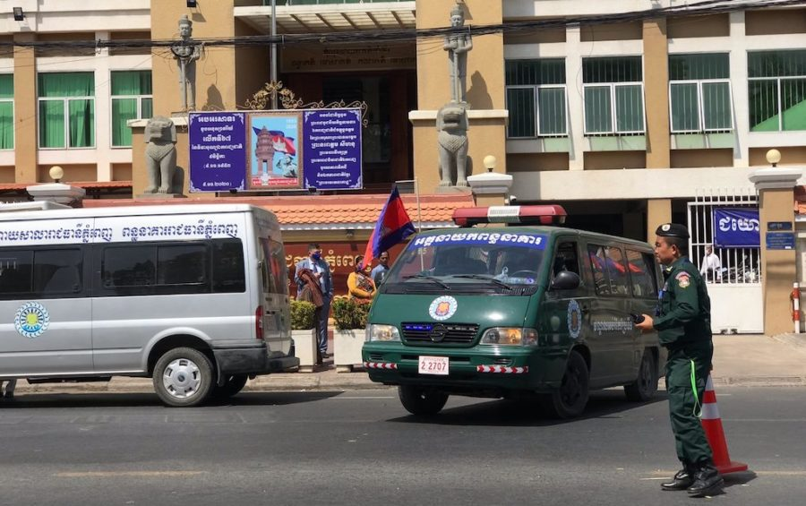 Vehicles to transport defendants from the Phnom Penh Municipal Court to prison on February 4, 2021. (Ouch Sony/VOD)