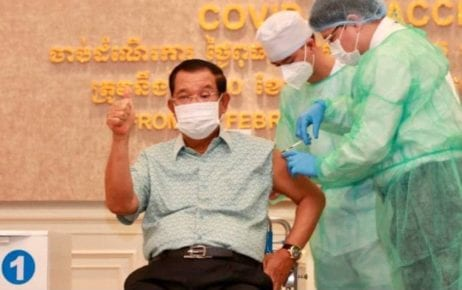 Prime Minister Hun Sen receives a first dose of the AstraZeneca Covid-19 vaccine at Phnom Penh's Calmette Hospital on March 4, 2021. (AKP)