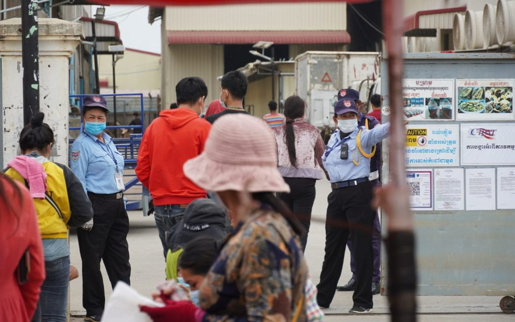 Guards at the gate of the Y&W Garment factory in Phnom Penh's Dangkao district on March 3, 2021. (Tran Techseng/VOD)