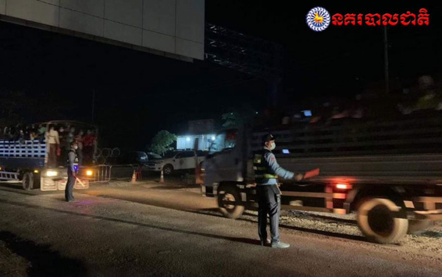 Police checkpoints are monitoring traffic across the country as authorities struggle to enforce a nationwide travel ban to curb the spread of Covid-19 (National Police)