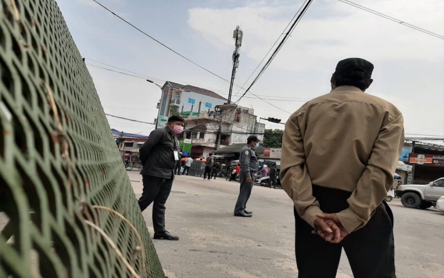 Local officials set up barricades in Phnom Penh's Meanchey district as a factory in the area reported hundreds of Covid-19 cases, on April 10, 2021. (Va Sopheanut/VOD)