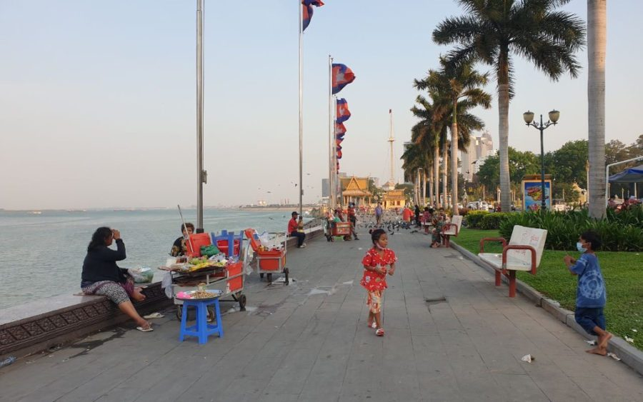 Phnom Penh's Riverside late afternoon on April 1, 2021, just ahead of a Covid-19 curfew coming into effect. (Mech Dara/VOD)