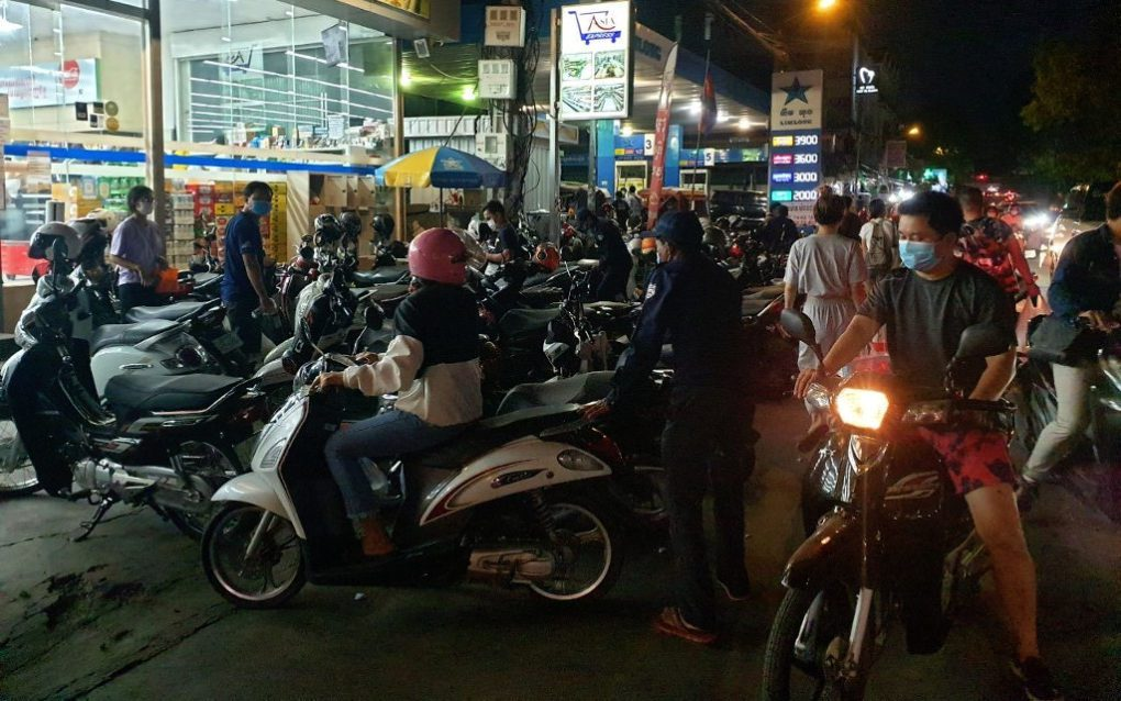 Shoppers arrive at a store in Phnom Penh's Toul Tom Poung in the evening of April 14, 2021. (Mech Dara/VOD)