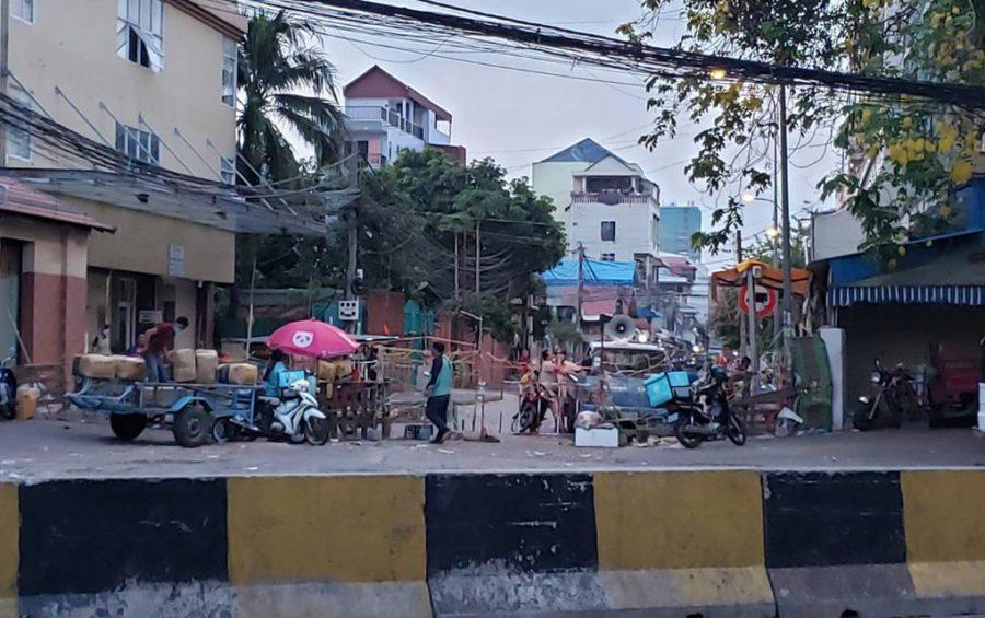 A barricade set up on Monireth Boulevard blocking off Phsar Doeum Kor commune on May 3, 2021. (Danielle Keeton-Olsen/VOD)