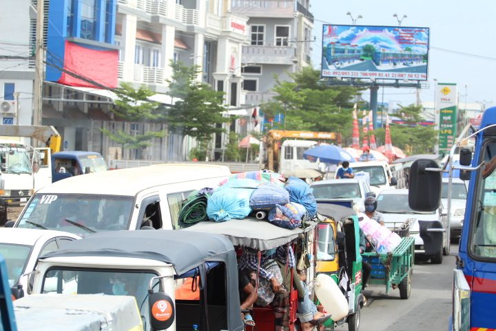 Traffic out of Phnom Penh on National Road 3 on May 6, 2021. (Pork Kheuy/VOD)