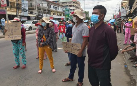 People protested for greater rent reductions on Phnom Penh's Veng Sreng Blvd on May 10, 2021. (Mech Dara/VOD)