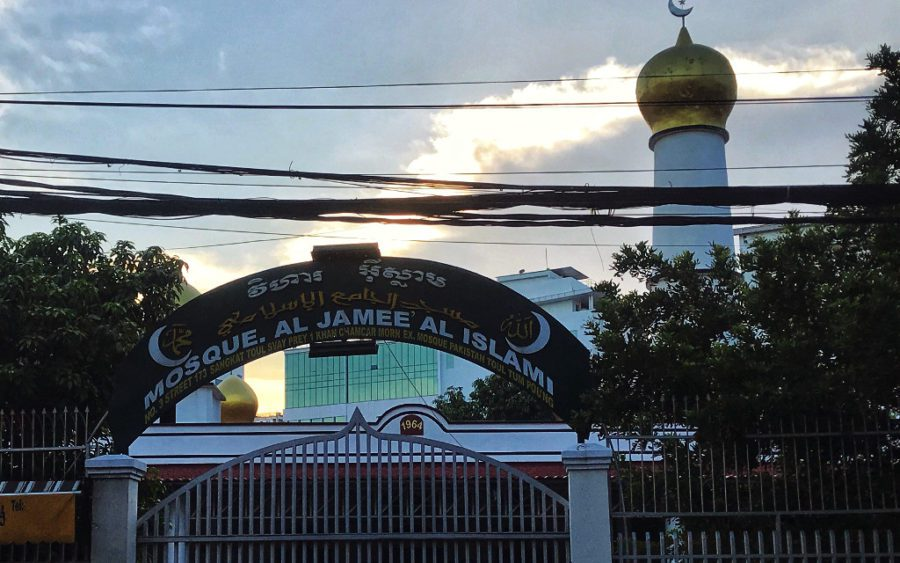 A Phnom Penh mosque is closed for Covid-19 precautions as Ramadan draws to an end, on the evening of May 11, 2021. (Samoeun Nicseybon/VOD)