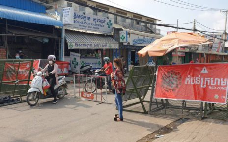 People pass in and out from a red zone in Meanchey district's Stung Meanchey III commune on May 13, 2021. (Mech Dara/VOD)