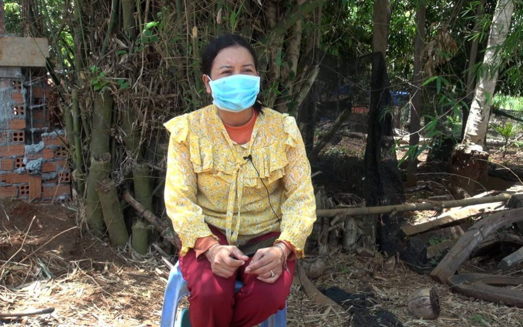 Toek Soklorn, wife of jailed CNRP activist Proa Chanthoeun, speaks about protesting for his release, in Tbong Khmum province's Memot district on May 20, 2021. (Chorn Chanren/VOD)