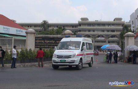 An ambulance leaves Phnom Penh's Khmer Soviet Hospital on April 5, 2021. (Chhorn Chanren/VOD)