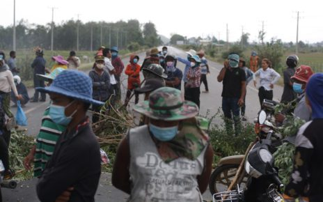 Protesters block a road in Kandal province's Ang Snuol district on June 3, 2021. (Michael Dickison/VOD)