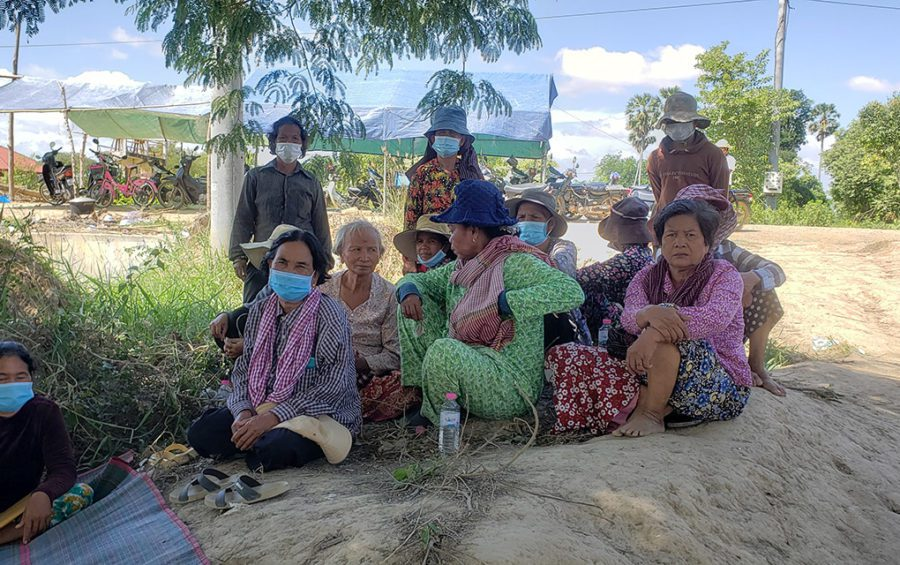 Protesters from Kandal and Takeo provinces sit at a barricade constructed in Kandal Stung district's Boeng Khyang commune, taking shifts to protest, on June 22, 2021. (Danielle Keeton-Olsen/VOD)