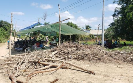 A barricade and tent built by protesters of the new Phnom Penh airport development in Kandal province's Boeng Khyang commune on June 22, 2021. (Danielle Keeton-Olsen/VOD)