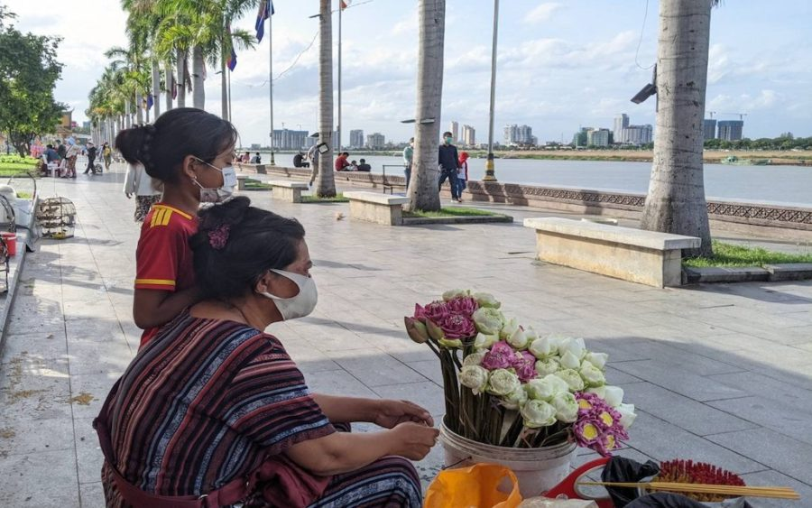 Sor Chanto has her daughter helping her sell flowers in Phnom Penh, after schools were closed across the country. (Keat Soriththeavy/VOD)