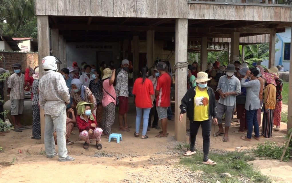 Villagers in Kandal province's Kien Svay district gather to discuss a protest earlier this week over a land dispute, on June 2, 2021. (Mech Dara/VOD)