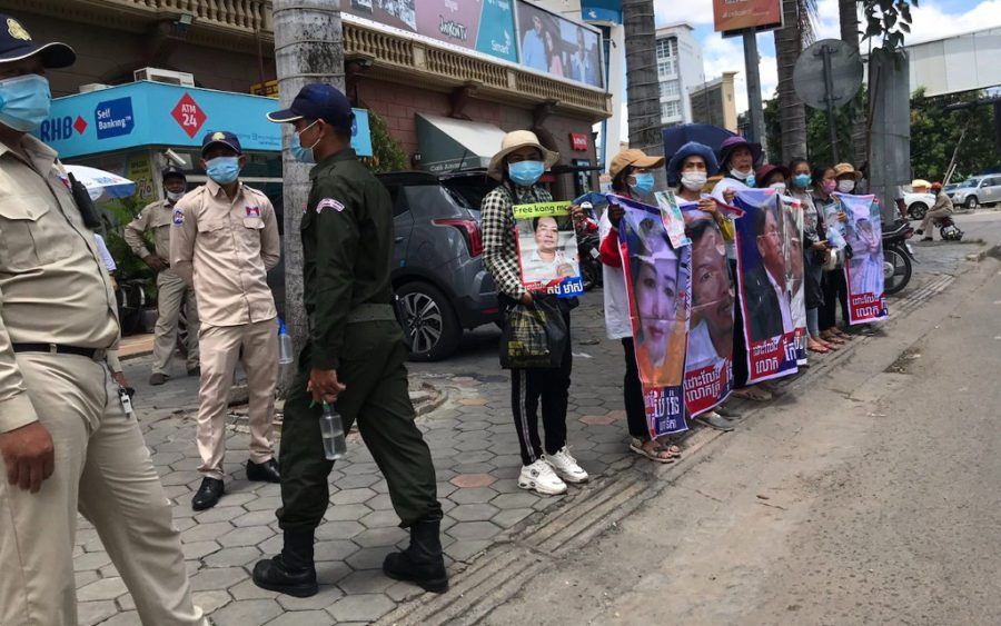 Protesters outside Phnom Penh Municipal Court on July 2, 2021. (Ouch Sony/VOD)