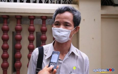 Choung Choungy outside the Supreme Court in Phnom Penh on November 11, 2020. (Chorn Chanren/VOD)