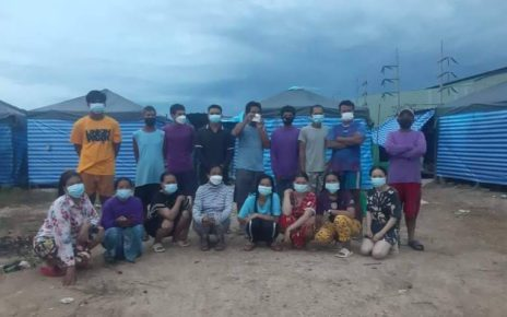 17 masked Cambodian workers pose for a photo at a construction site camp in Thailand's Nakhon Pathom province in July 2021. (Provided by Central)