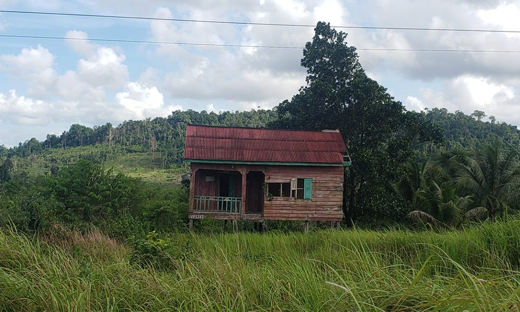 An abandoned resettlement house built by Union Development Group in Koh Kong's Kiri Sakor district on June 28, 2021. (Danielle Keeton-Olsen/VOD)