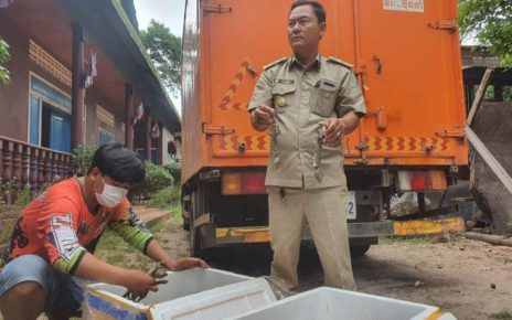 A forestry official holds up confiscated dead geckos from containers that were confiscated in Siem Reap province, in a photo posted to Khieu Khanarith's Facebook page on August 17, 2021.
