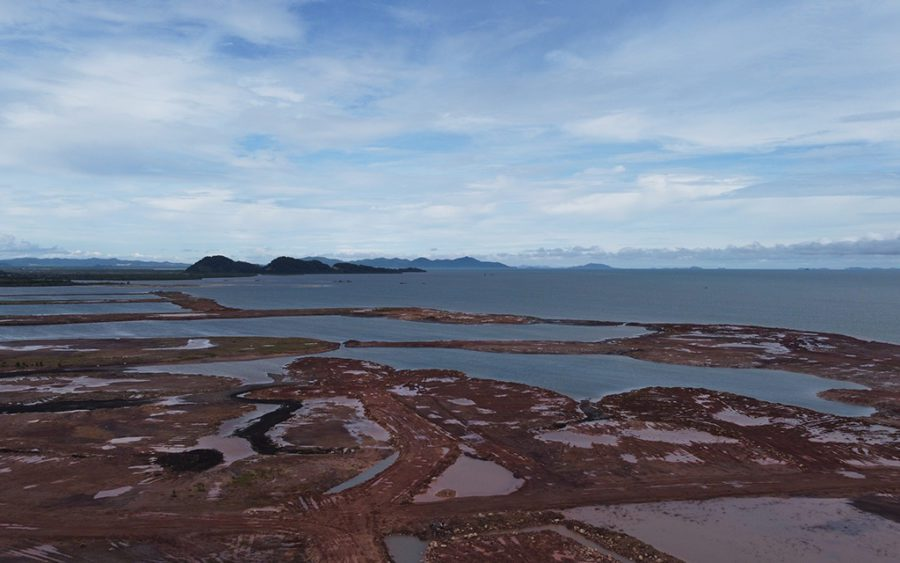 Sandfilling and sandbars overlook the Gulf of Thailand at the IGB (Cambodia) sandfilling site in Kampot's Toek Chhou district on August 26, 2021. (Danielle Keeton-Olsen/VOD)