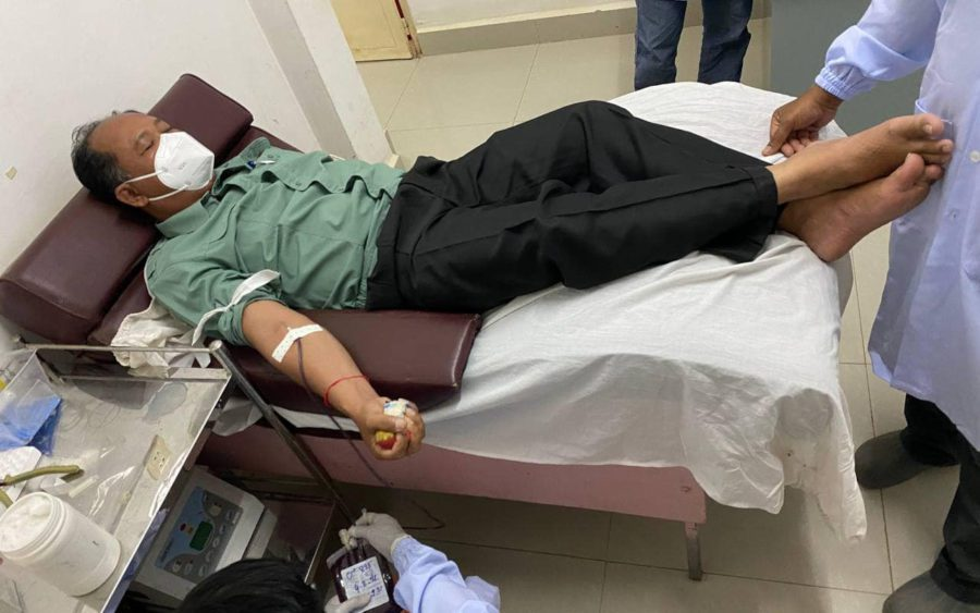 Banteay Meanchey provincial governor Oum Reatrey gives blood at the Cambodia-Japan Friendship Hospital, in a photo posted to his Facebook page.