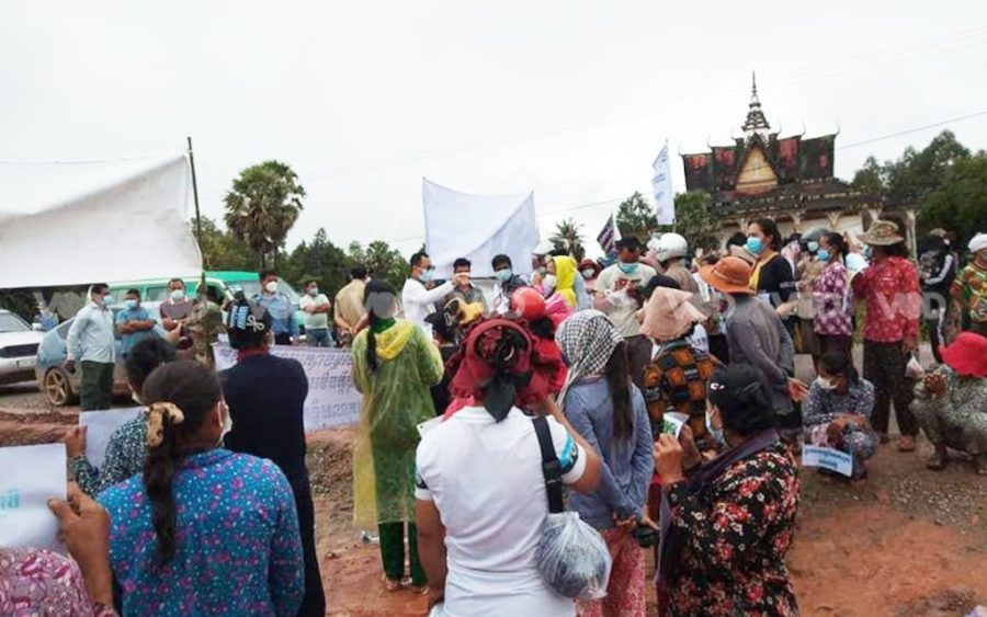 Land protesters block National Road 5 on September 19, 2021. (Supplied)