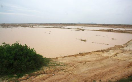 Landfilling is underway at several areas of Phnom Penh's Boeng Tamok lake, on October 20, 2020. (Michael Dickison/VOD)