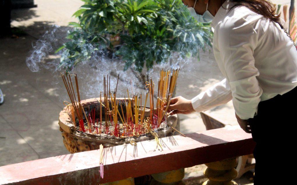 Incense at Kandal's Wat Sovann Sakor on September 22, 2021. (Michael Dickison/VOD)