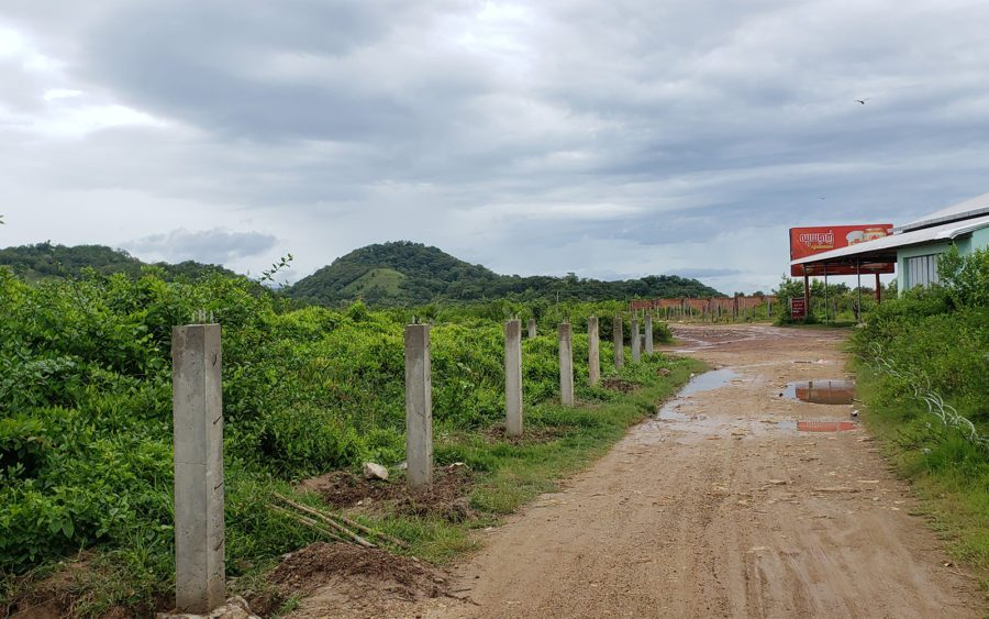 Gate posts divide land and road in Kampot city's Troeuy Koh commune on August 26, 2021. (Danielle Keeton-Olsen/VOD)